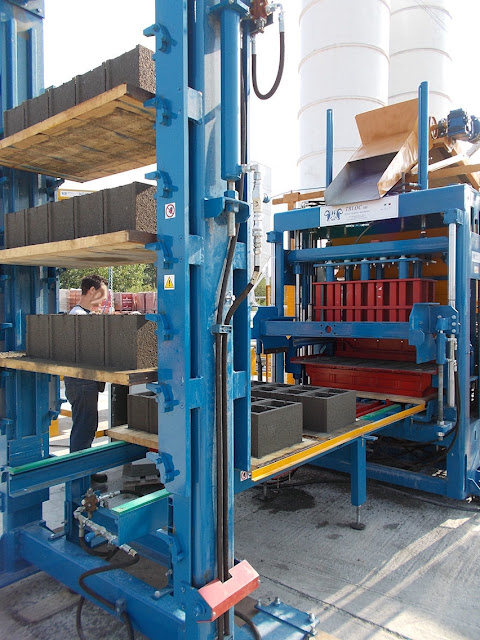 Italy made concrete block making machine for India & Bangladesh