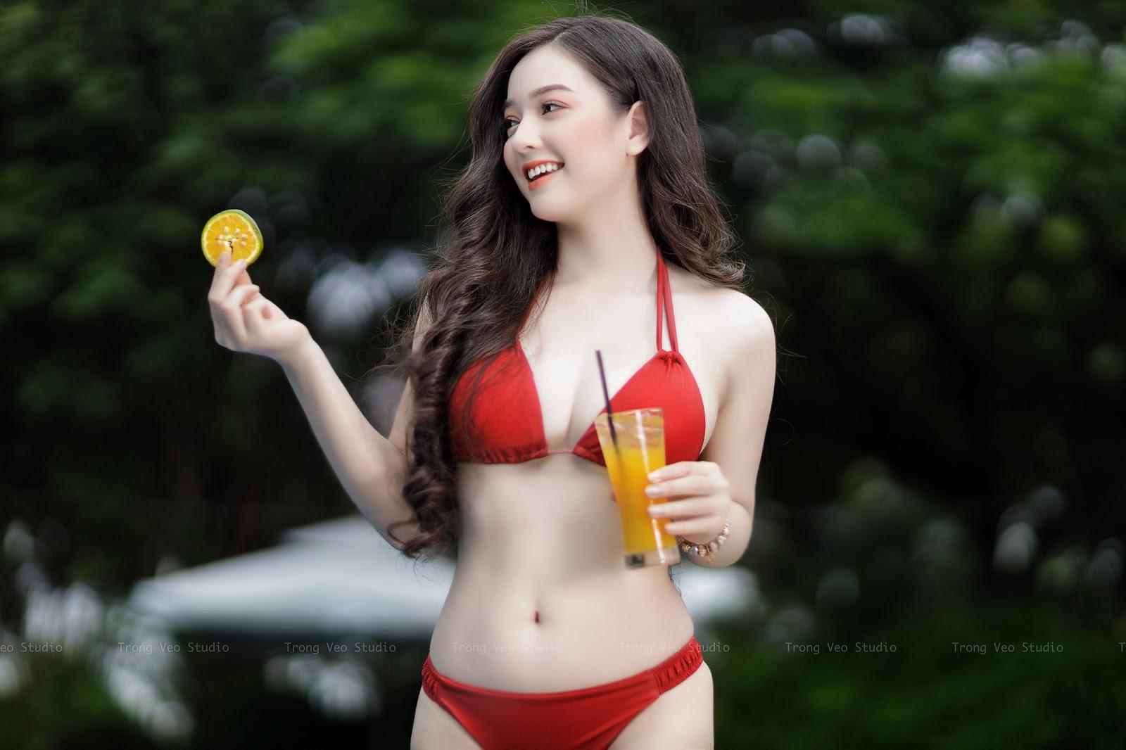 Ngắm nhan sắc nóng bỏng 'vạn người mê' của Quỳnh Trâm trong bộ bikini màu đỏ