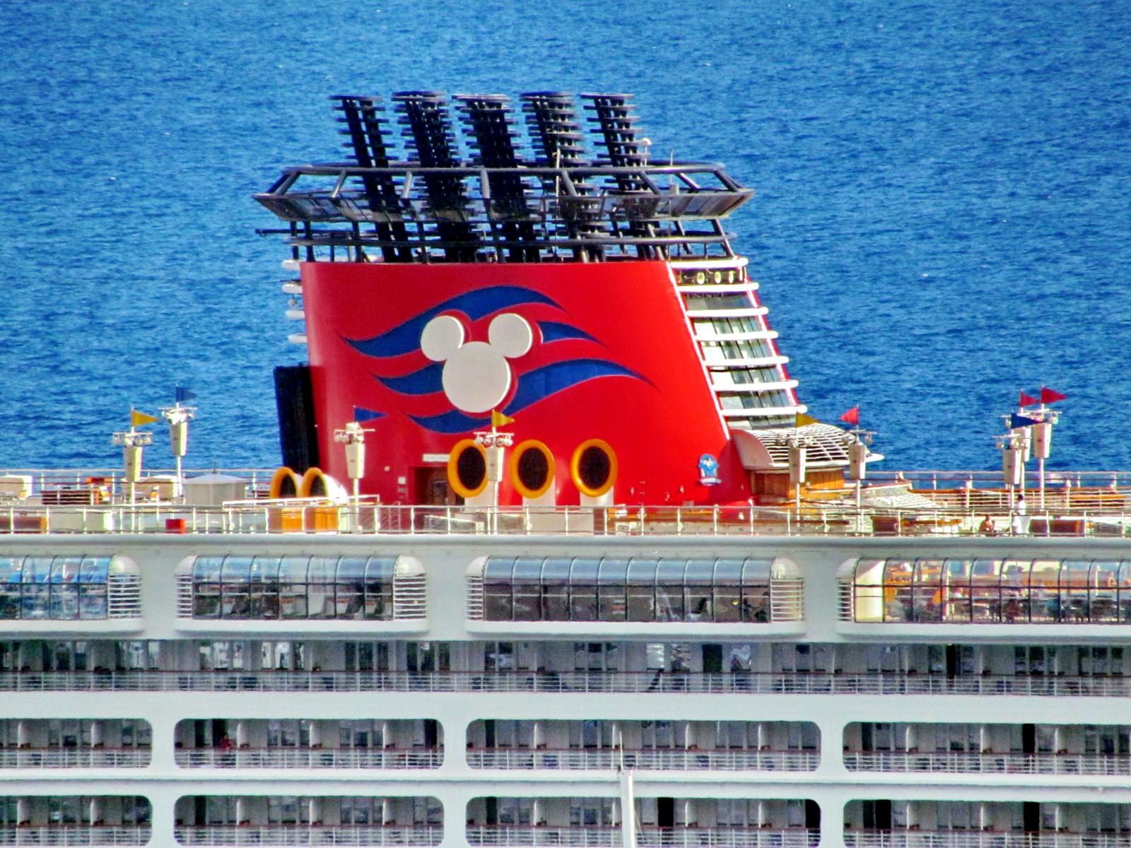 cruise ship Disney Magic chimney