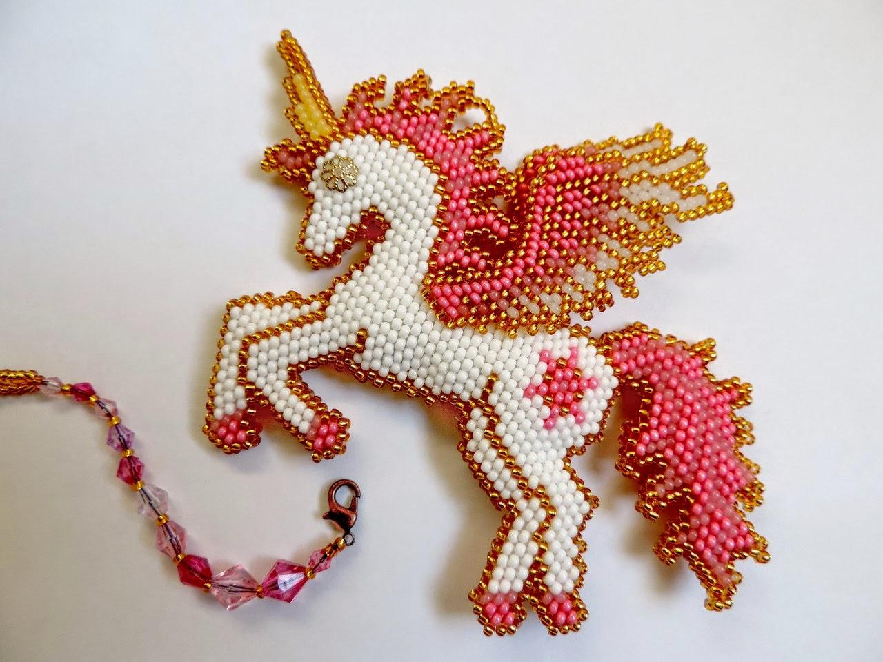 Лошадка кирпичным плетением
