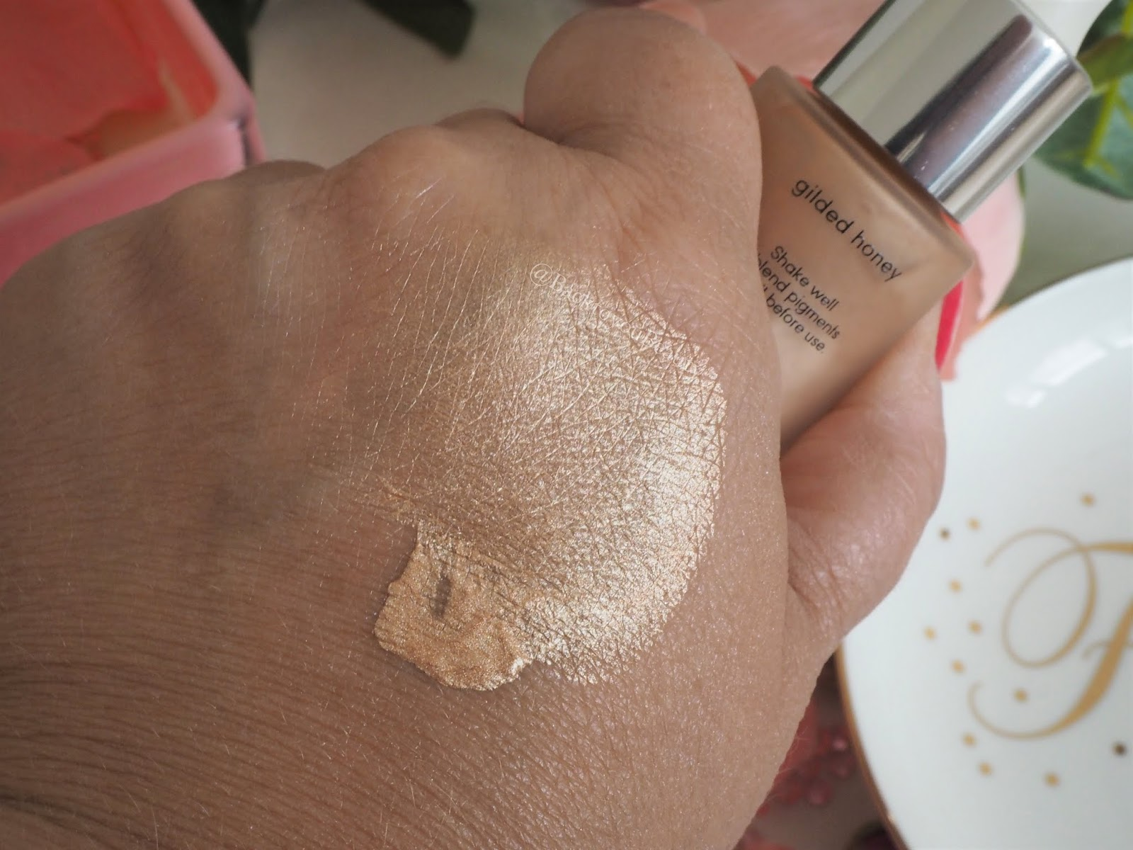 laura Geller Dewdreamer illuminating drops Guilded Honey Swatch