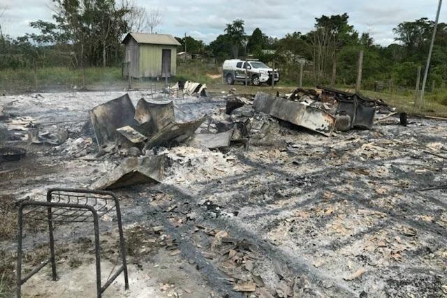 Adolescente de 14 anos põe fogo em escola após levar advertência