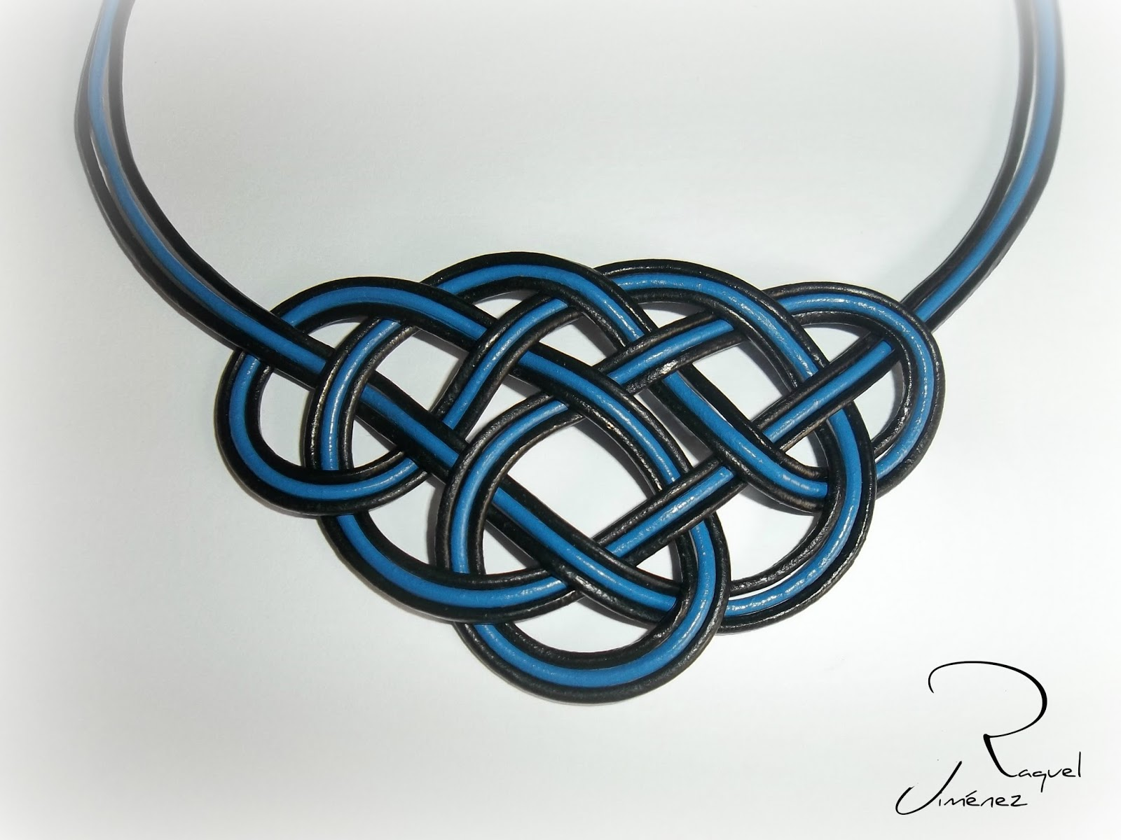 collar nudo celta cuero azul