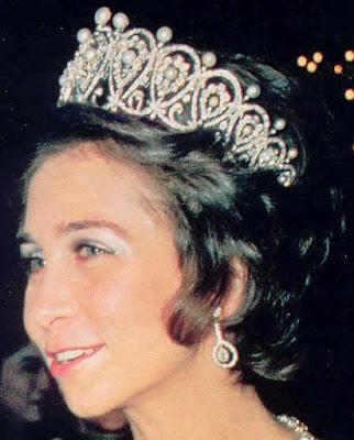 pearl diamond loop tiara cartier spain queen maria christina sofia