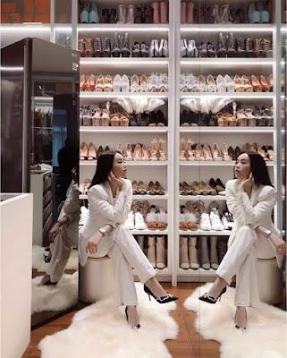 Trong hàng nghìn đôi giày hàng hiệu, ánh nhìn đầu tiên trong căn phòng này là gì?