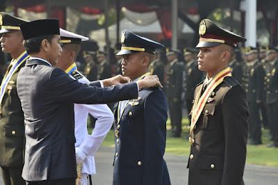 Kapolri Hadiri Pelantikan 781 Perwira TNI Polri di Istana Merdeka, Jakarta