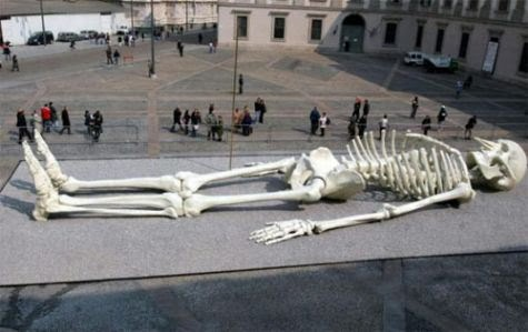 Giant Alien Skeleton Unearthed