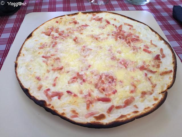 Uno dei tipici piatti alsaziani: la Tarte Flambée