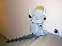 Ładowanie akumulatorów w krzesełku schodowym