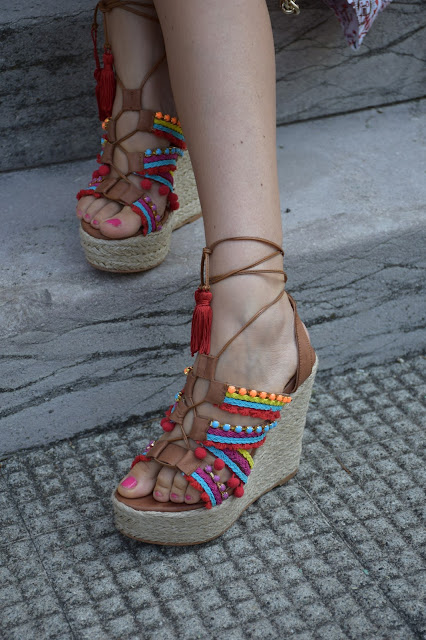 zeppe pon pon colorati sandali pon pon colorati pompom wedges outfit agosto 2016 outfit estivi blogger mariafelicia magno fashion blogger color block by felym fashion blog italiani fashion blogger italiane blog di moda blogger italiane influencer italiane
