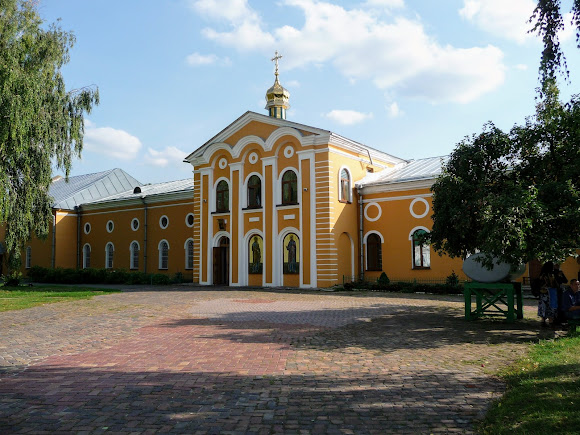 Чернигов. Елецкий Свято-Успенский монастырь. Петропавловский зимний трапезный храм