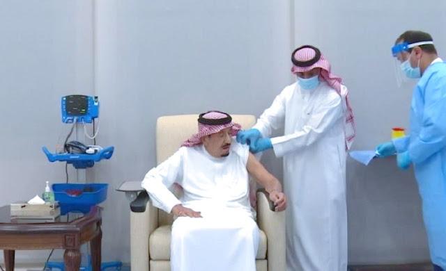Momen Saat Raja Salman Disuntik Vaksin Covid-19