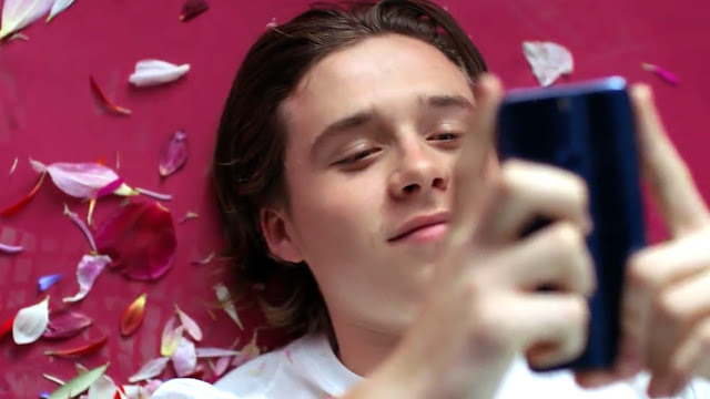 Brooklyn Beckham enjoying the Honor 8. Is he updating his instagram in back and white?