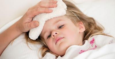 Chăm sóc và điều khi khi trẻ sốt cao