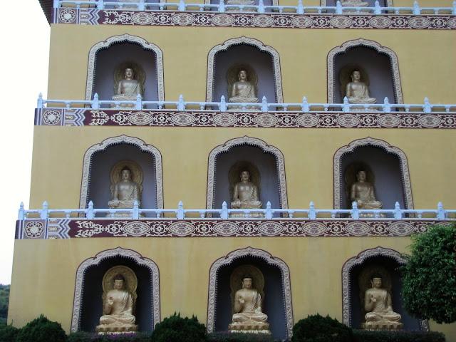golden buddha temple fo guang shan buddha memorial kaohsiung taiwan