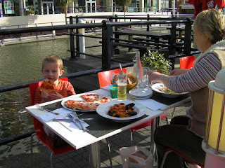 alfresco meal, pizza, linguine pescatore and pasta
