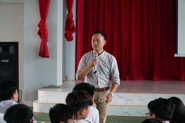 Diễn giả Nguyễn Quốc Chiến dạy định hướng nghề nghiệp cho học sinh trường MIS