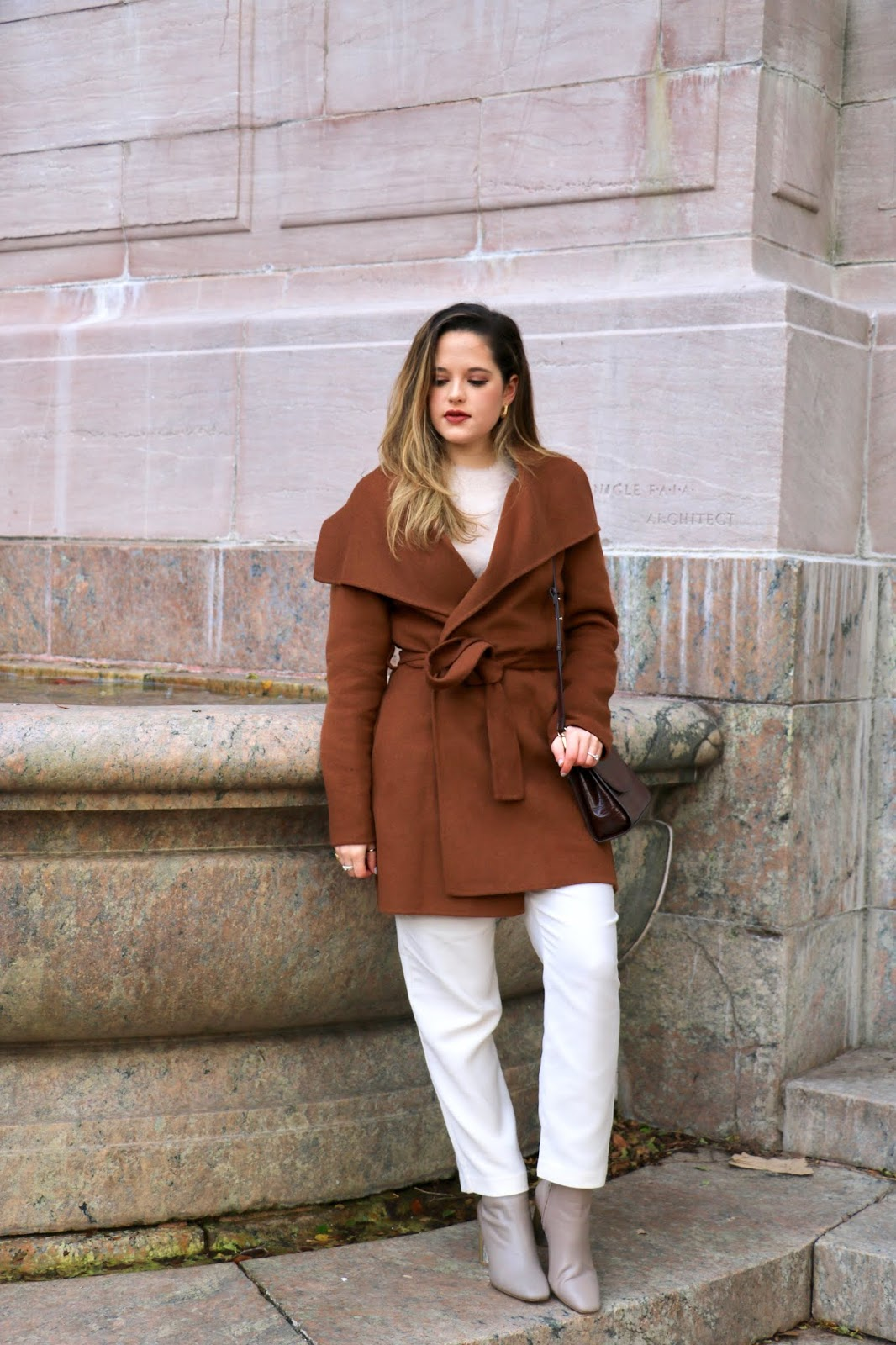 Nyc fashion influencer Kathleen Harper's easy work outfit idea.