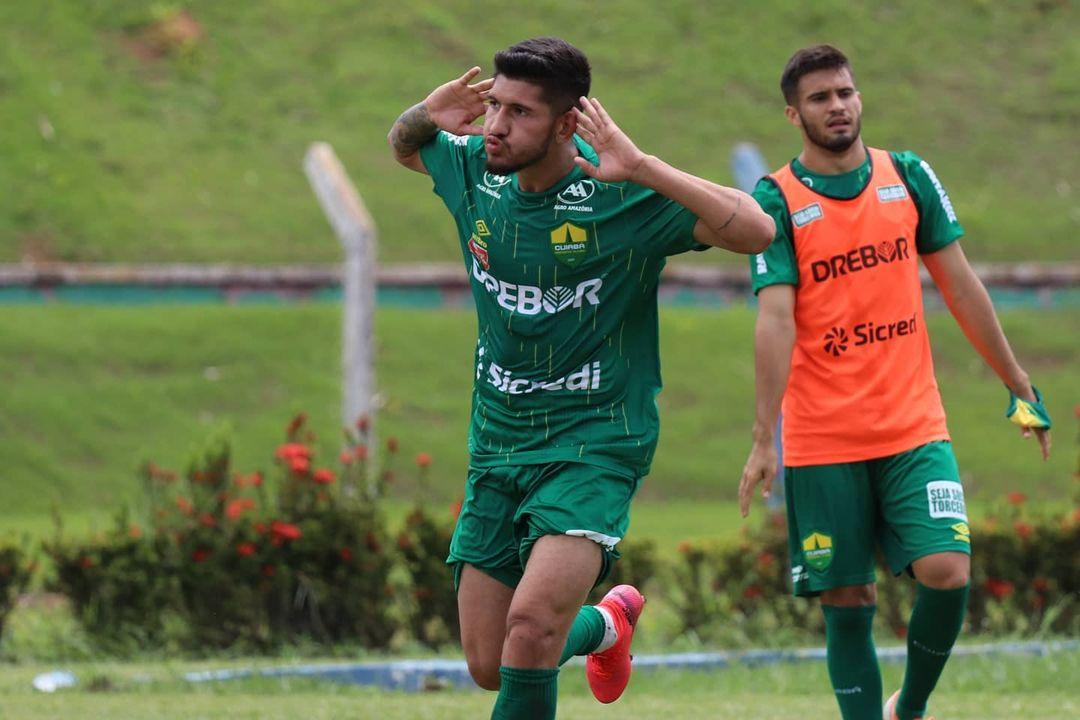 Atacante Raul comemora gol marcado em Sinop