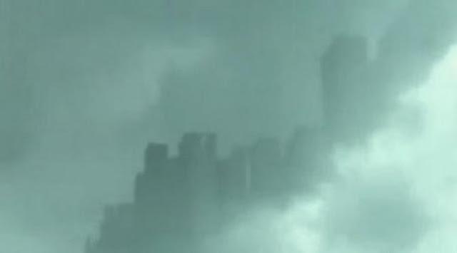 awan berbentuk kota misterius