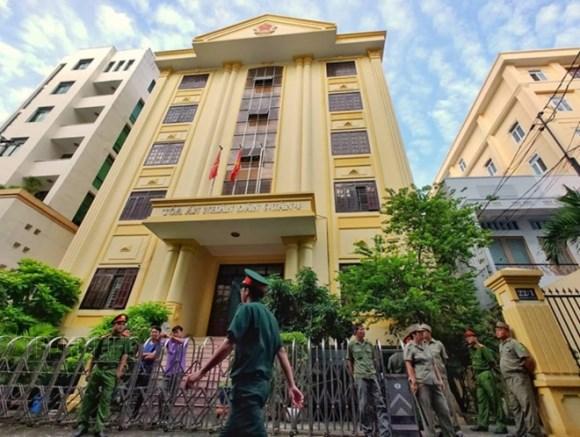 Tòa án xét xử Nguyễn Hữu Linh tội dâm ô 2