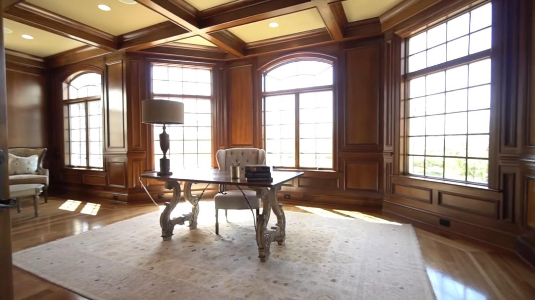 31 Interior Design Photos vs. Tour 18688 Riverlook Ct, Leesburg, VA
