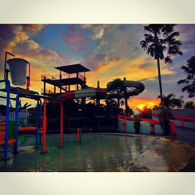 foto sunset keren di balong waterpark jogja