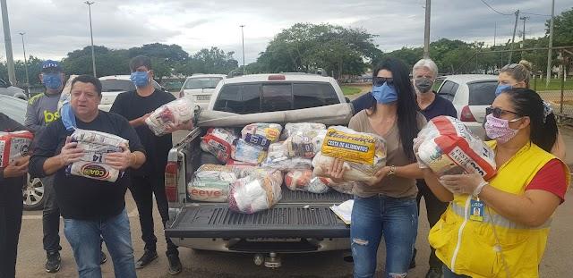 DF: Famílias carentes recebem cestas, em Ceilândia
