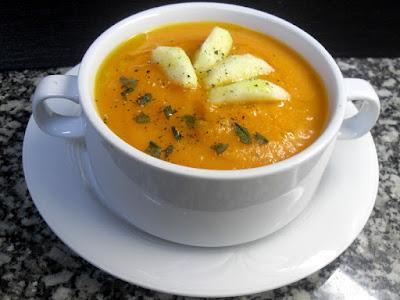 Crema de zanahoria con manzana al curry.