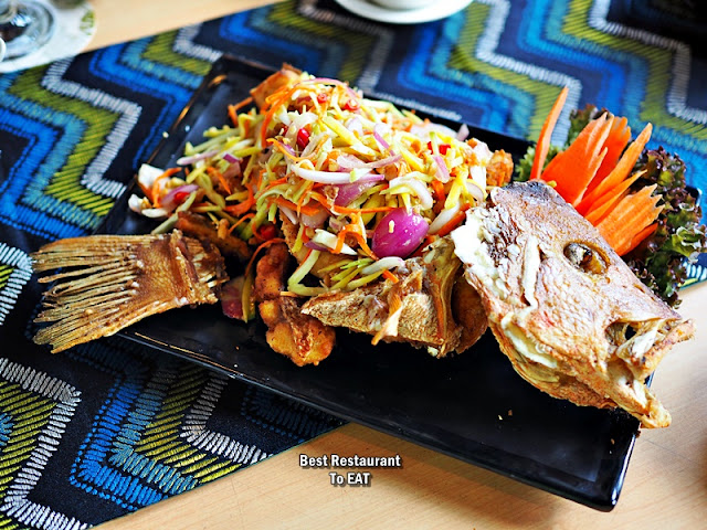 Deep-Fried Snapper With Thai Mango Salad - Pla Thod Yam Mamuang