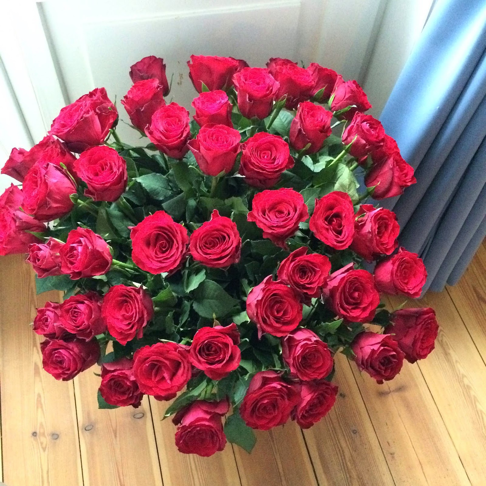 50-red-roses-bouquet