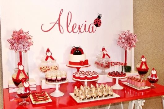 aniversario-infantil-com-decoracao-do-tema-joaninha-decoracoes