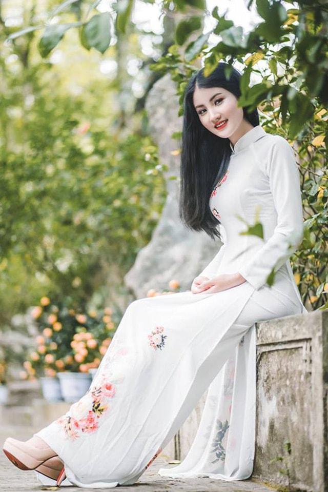 Hoa khôi ĐH Tài Nguyên Môi trường thướt tha trong tà áo dài trắng - Ảnh 2