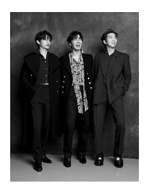 Czarno białe zdjęcie - V, uśmiechnięty J-Hope i RM