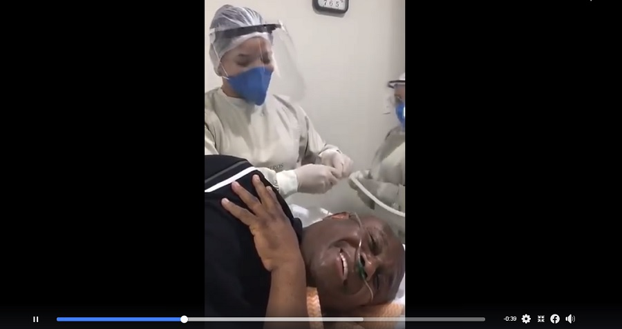 """Vídeo de Lázaro cantando com enfermeira: """"Estava se preparando para uma endoscopia em 2020"""", diz amigo e assessor do cantor"""