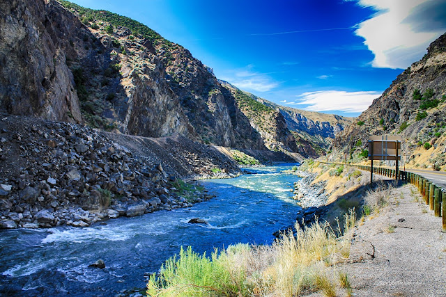 geology travel Thermopolis Wind River Canyon Wyoming hot springs Bighorn River copyright RocDocTravel.com