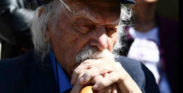 Muore l'eroe della guerra Manolis Glezos, che ha scosso il parlamento greco con il discorso sugli albanesi