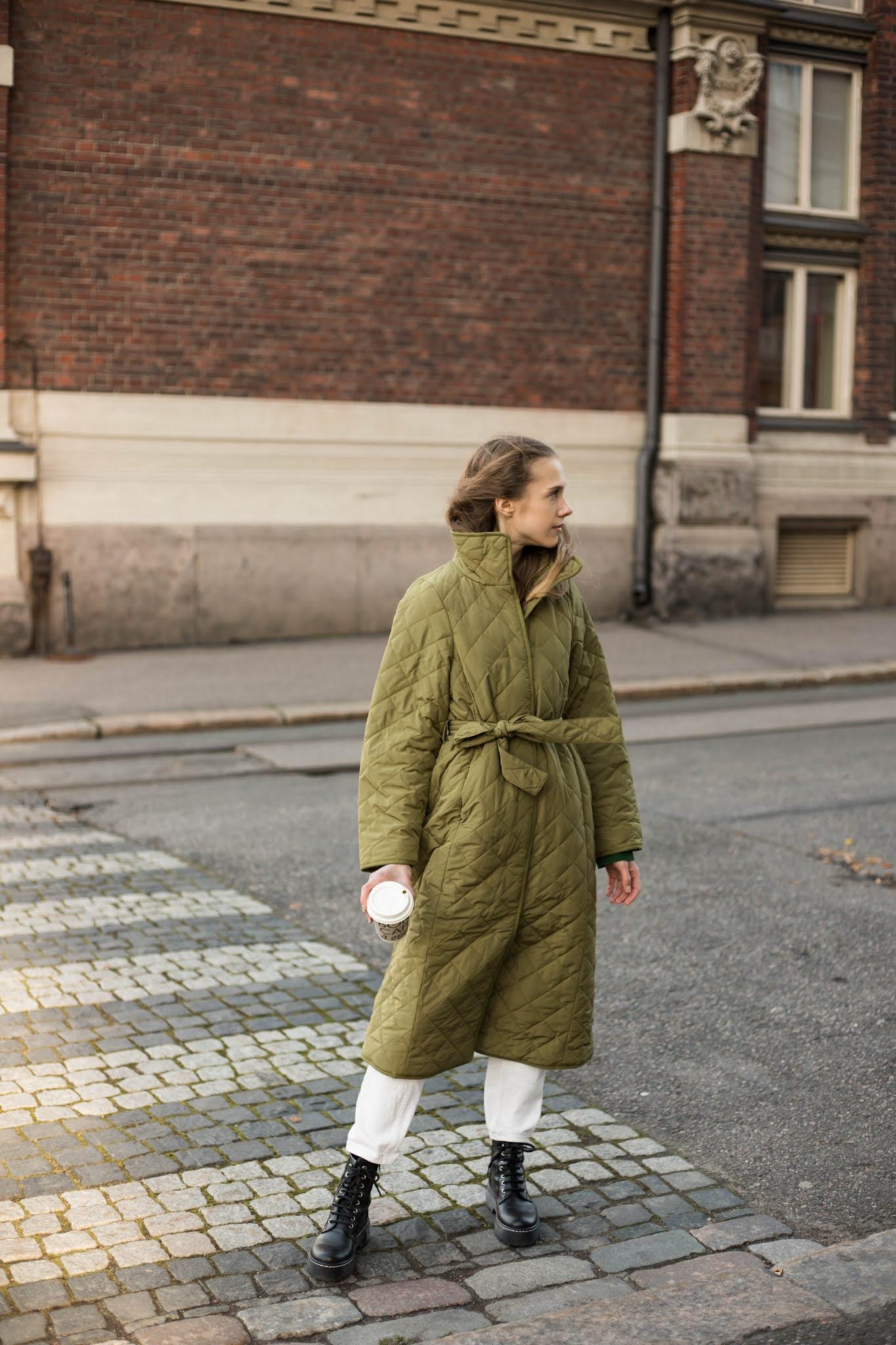 Pitkä tikkitakki syksyyn ja talveen // Long quilted coat for autumn and winter