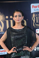 Akshara Haasan in Shining Gown at IIFA Utsavam Awards 2017  Day 2 at  12.JPG