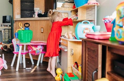 Anak Merapikan Mainan