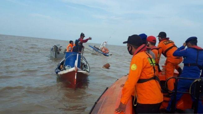 Kapal Bermuatan 20 Ton Kelapa Karam di Jambi, Bukan Ditolong Malah Dijarah
