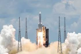 عالم الفضاء يوضح: صاروخ صيني لا زال خارج عن السيطرة وسط مخاوف من سقوطه على منطقة مأهولة بالسكان…