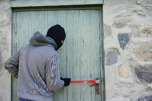 pixabay.com/en/thief-burglary-break-into-balaclava-1562699/