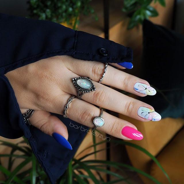 kwiatki na paznokciach