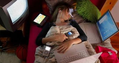 8 Tips Menurunkan Risiko Kanker Akibat Radiasi Smartphone