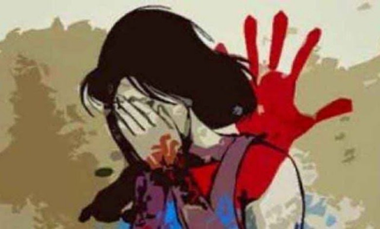 Fugitive Muslim youth hacked a hindu girl with a sharp weapon for refusing to marry!