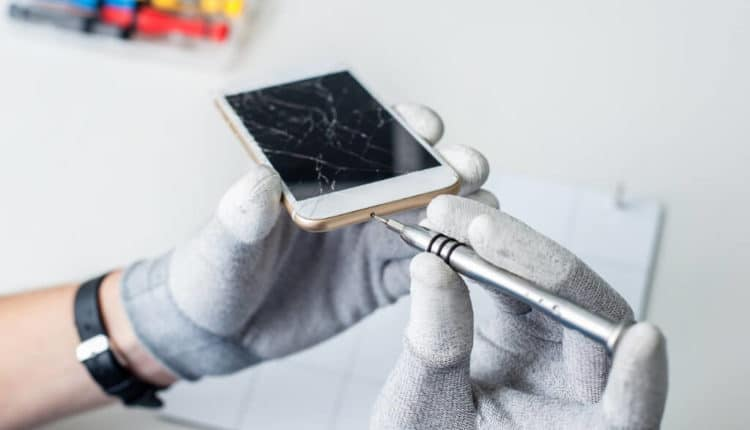 Apple launches iPhone repair service at home