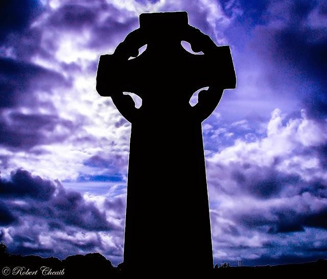 La tragica triade del male - dolore, colpa, morte - vista dall'Alto... della croce