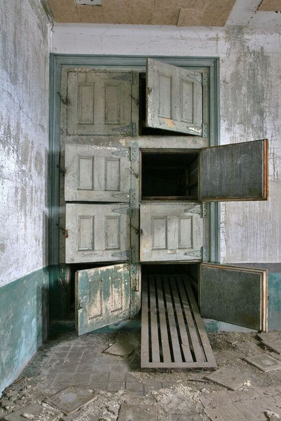 The Morgue in the Ellis Island Isolation Hospital - New York  New Jersey