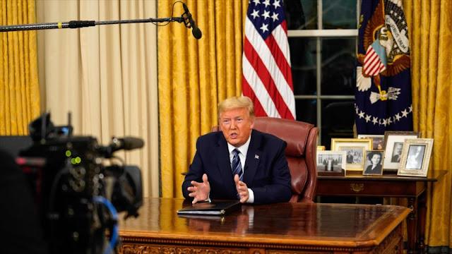 Trump teme que los periodistas lo infecten adrede con coronavirus